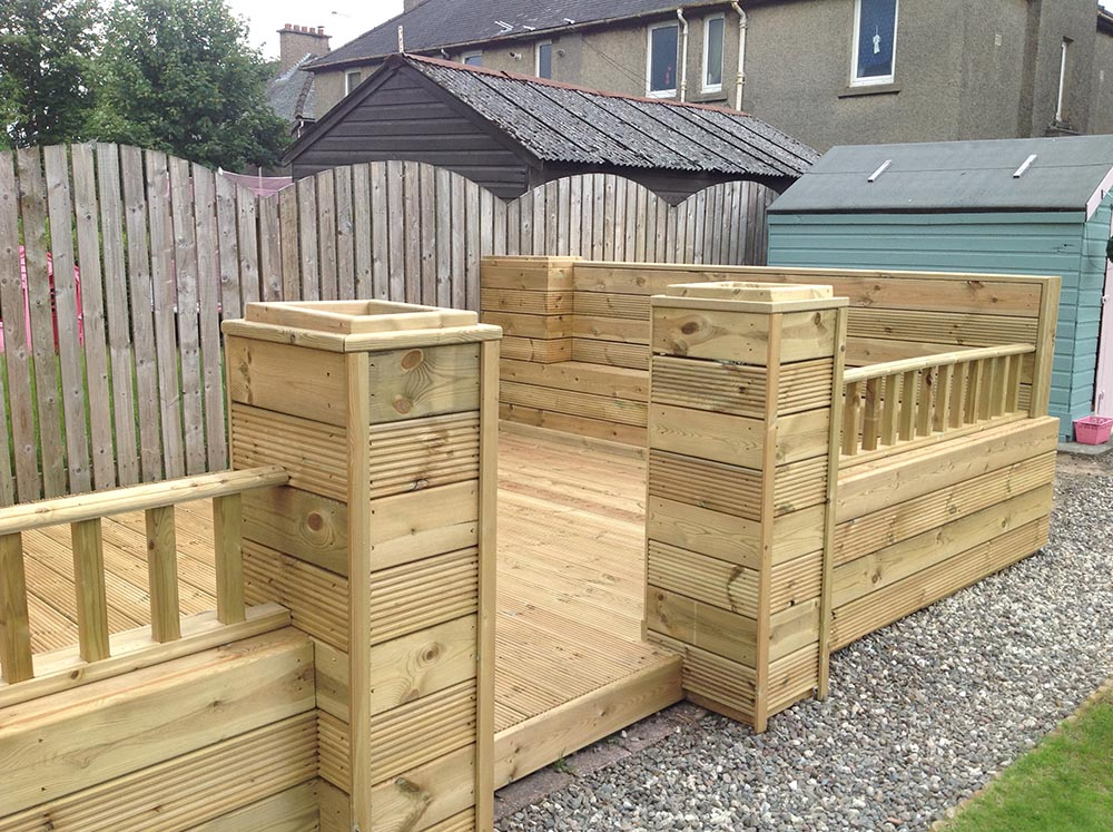 decking in glasgow